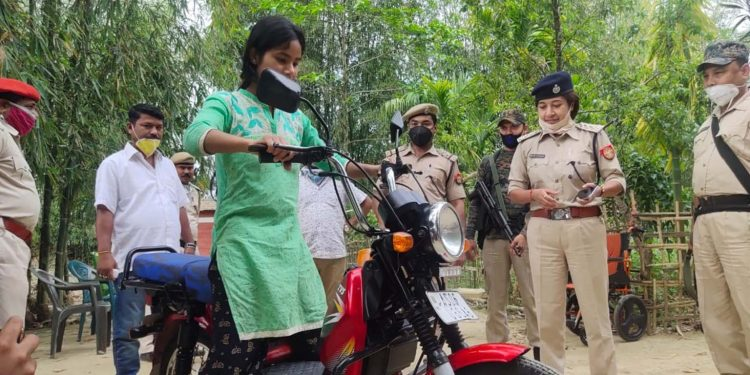 Janmoni Gogoi with the moped gifted by Dibrugarh Police on Monday. Image: Northeast Now