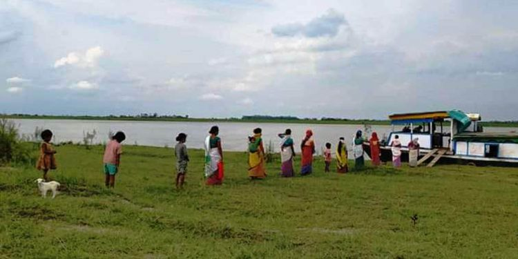 People in Lakhimpur queue up in front of boat clinics. Image: Northeast Now