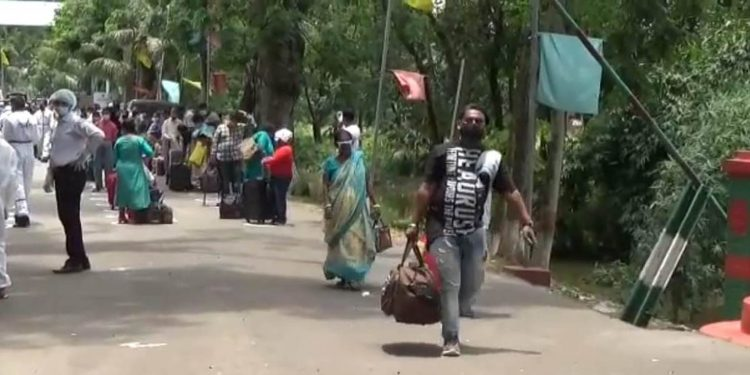 Indians returning from Bangladesh after being stranded for almost 2 months. Image: Northeast Now