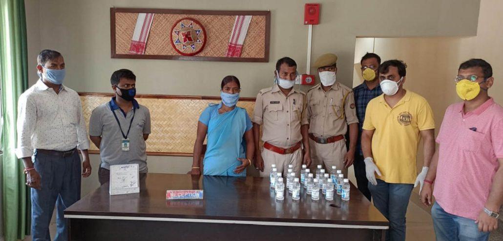 GIPS distributing at Azara police station. Image: Northeast Now