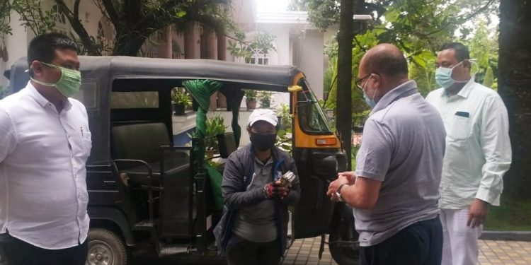 Manipur chief minister N Biren Singh on Thursday awarded a good Samaritan woman auto driver of the state on Thursday.