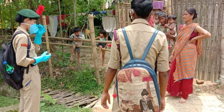 Led by Under Officer Bristi Priya Das and 12 girl cadets went from door to door in Kamarbandha.