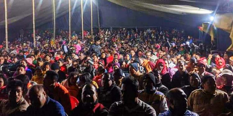 People enjoying a mobile theatre play. Image:  Northeast Now