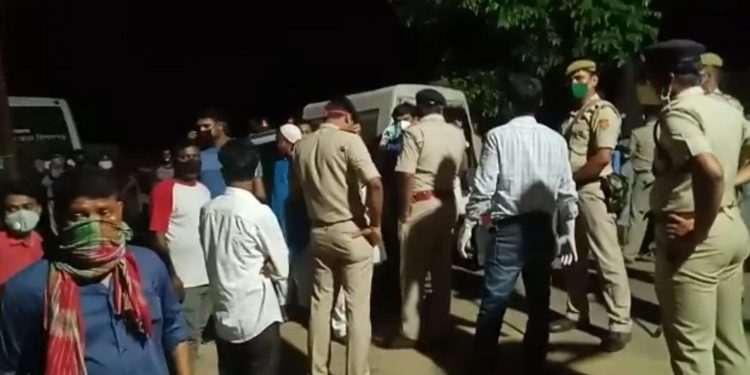 Residents of Ramnagar area in Agartala stopping the government officials from cremating a COVID-19 patients. Image: Northeast Now
