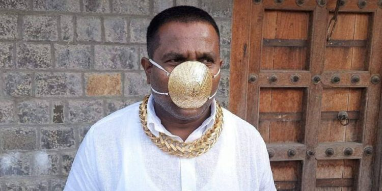 Pune man wearing gold mask. Image credit: Instagram