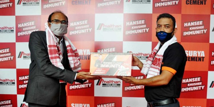 Sunil Agarwal, Director, Purbanchal Cement Ltd. handing over the COVID warrior kit in the roll out function of Hansee Khushee Immunity campaign in Guwahati on Friday