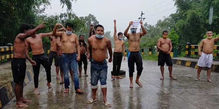Youths in Digboi staging semi-naked protest demanding release of Akhil Gogoi. Image: Northeast Now