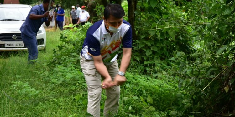Manipur education minister Thokchom Radheshyam taking part in a cleanliness drive on Sunday. Image: Northeast Now