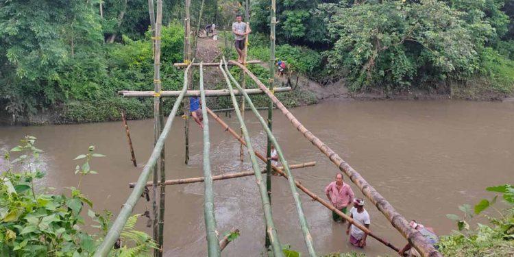 Villagers constructing bamboo bridge. Image: Northeast Now