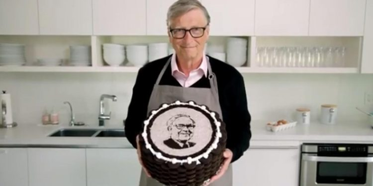 Bill Gates with cake for Warren Buffet