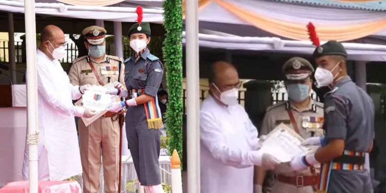 Mayanglambam Menita Devi (left) and CUO Nongmaithem Bunty (right) while receiving their awards from Manipur CM N Biren Singh. Image: Northeast Now
