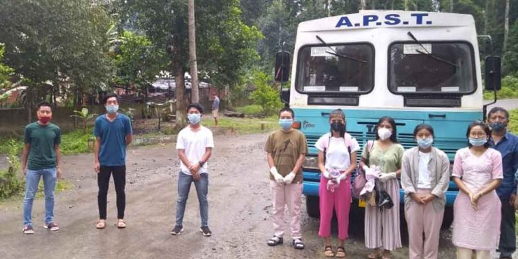 NEET aspirants from Tirap district just before they boarded the bus to Dibrugarh. Image: Northeast Now