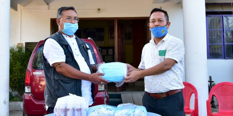Manipur: Imphal East DC hands over hand sanitizers to state's media fraternity 1