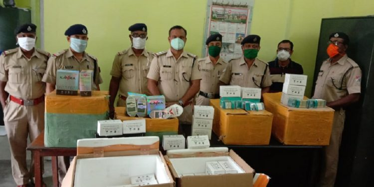 RPF personnel with the seized items