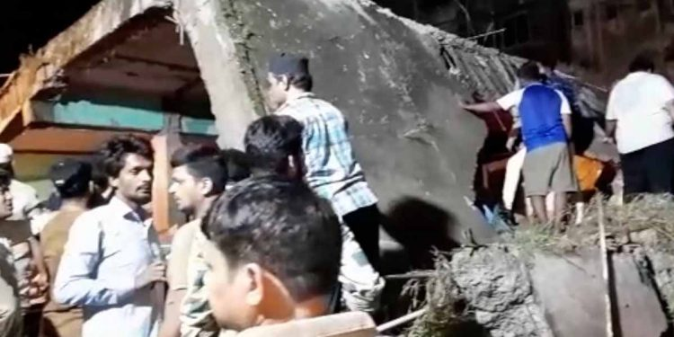 Thane building crash: 10 dead, 25 rescued. Image credit: Times of India