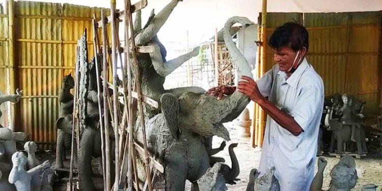 Idol maker Mantu Paul in tears in Pathsala