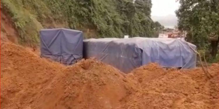 Arunachal: Landslide on NH-15 buries 5 trucks at Banderdewa 1
