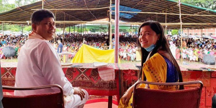 An FIR lodged by one Tarun Dutta alleged that minister Pijush Hazarika flouted social distancing norms.