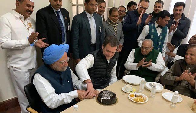 Rahul Gandhi with former PM Monmohan Singh. (File image)