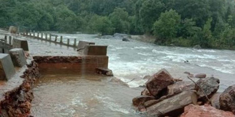 Meghalaya: Surging waters of Tinhiang river wash away jeep, 6 persons including a baby 1