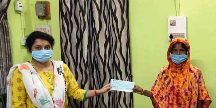 Nirbhaya Fund cheque presented to acid attack victim's family in Lakhimpur