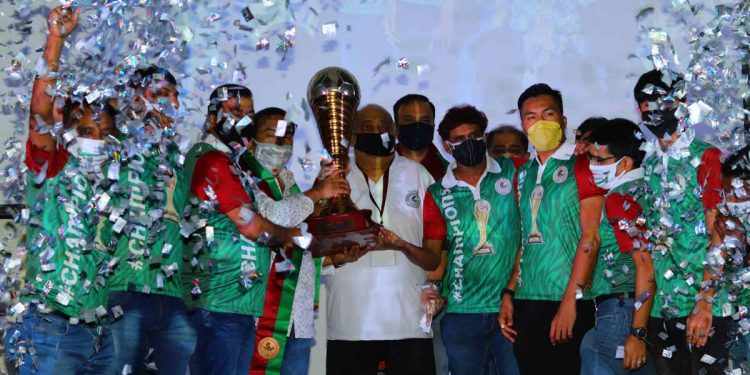 Mohun Bagan players and officials with the I-League trophy