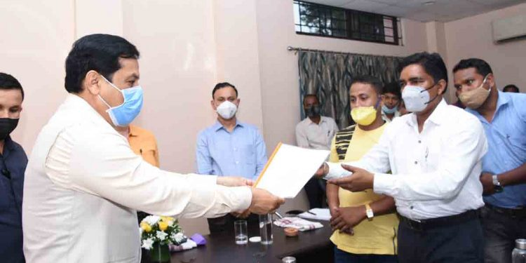 Adivasi organisations submitting a memorandum to Assam CM Sarbananda Sonowal