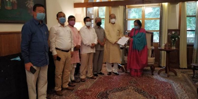 Former Manipur CM Okram Ibobi Singh along with Congress party MLAs met governor Najma Heptulla at Raj Bhawan in Imphal.
