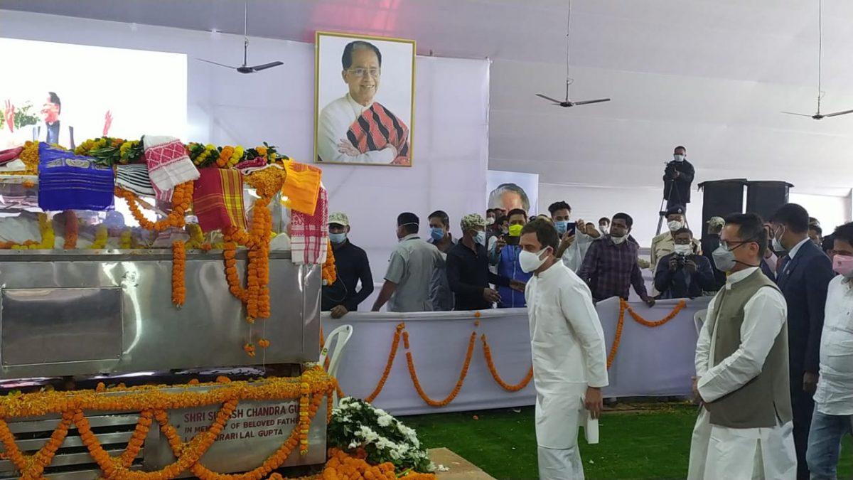 Rahul Gandhi pays last respect to Tarun Gogoi at Sankardev Kalakshetra in Guwahati 1