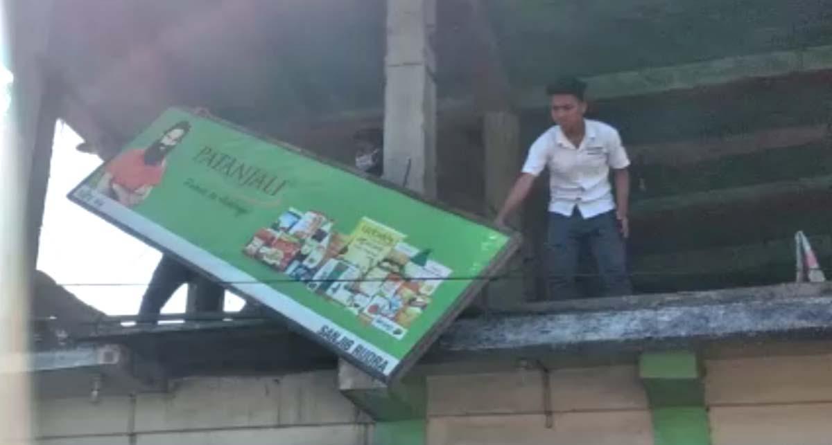 Assam: AASU members paint shops' signboards in Margherita black, police arrest 4 1