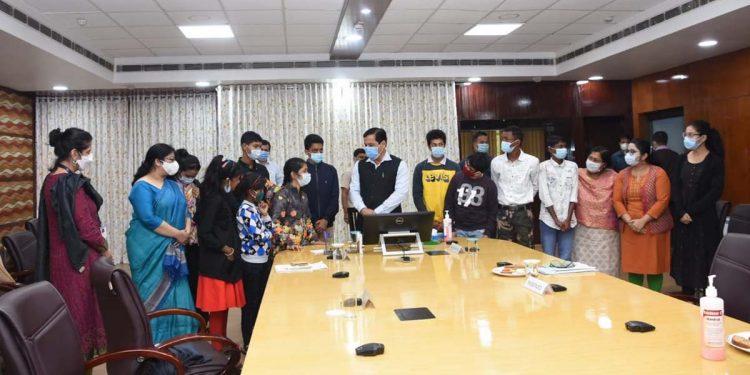 Kids present Children's Manifesto to Assam CM, urge Sonowal to work on gender discrimination 1