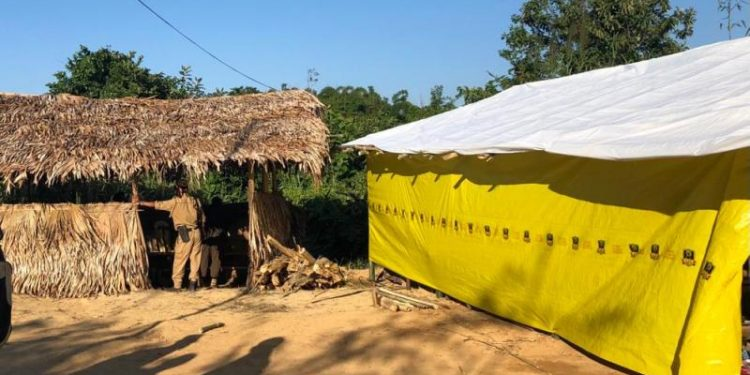 Nagaland police personnel remained firmly ensconced in a hut erected reportedly on Monday by Nagaland administration.