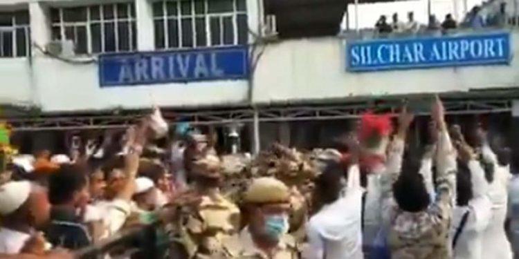 Assam minister Himanta claims AIUDF supporters shout 'Pakistan zindabad', Alt News says 'false claim' 1