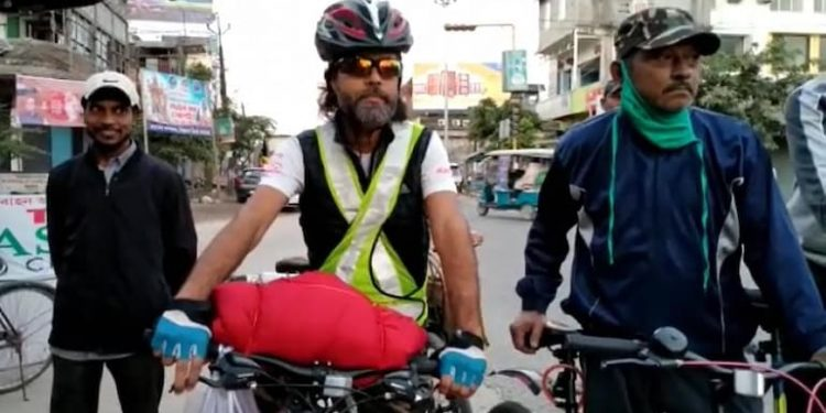 Assam journalist on 1000-km bicycle trip, to spread awareness on scribes' security 1