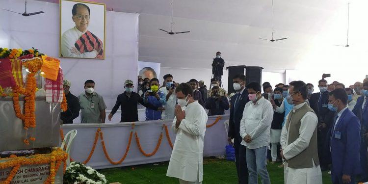 Rahul Gandhi pays last respect to Tarun Gogoi