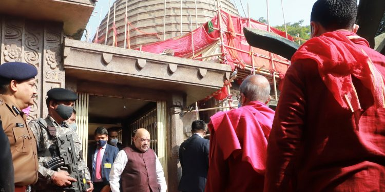 Amit Shah arrived at the temple around 10 am.