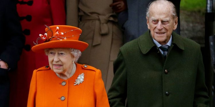 Queen Elizabeth II, husband Prince Phillip to 'wait in line' for COVID-19 vaccine