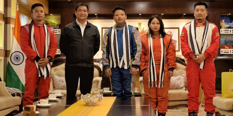 Arunachal Pradesh Chief Minister Pema Khandu with participants from the State. Left to Right - Hage Chada, Phurpa Tsering, Asha Nabam and Pem Sonam