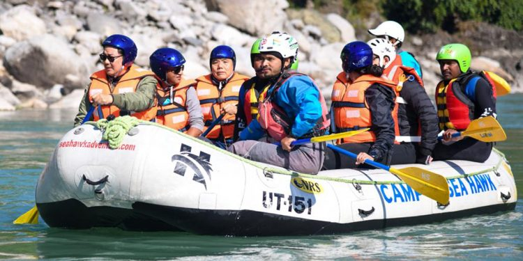 Aiming to promote 'Living with the River', 'Brahmaputra Aamantran Abhiyan' rafting expedition flagged off by Kiren Rijiju 1