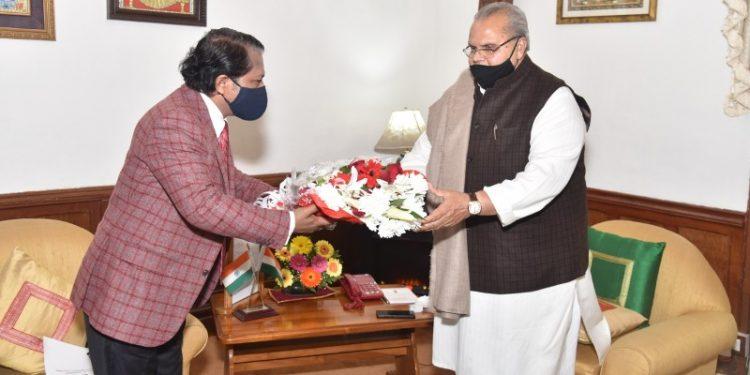 Ex-Meghalaya CM Mukul Sangma meets governor, submits memo over ILP 1