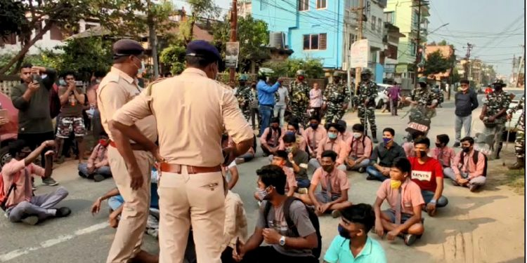 School students staging demonstration in front of Tripura Education Minister's residence
