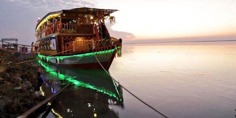 River cruise Brahmaputra'r Mukuta
