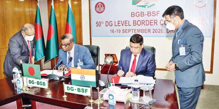 BSF DG Rakesh Asthana and BGB DG Major General Shafeenul Islam sign Joint Record of Discussions after concluding four-day Indo-Bangla DG-level border talks in September.
