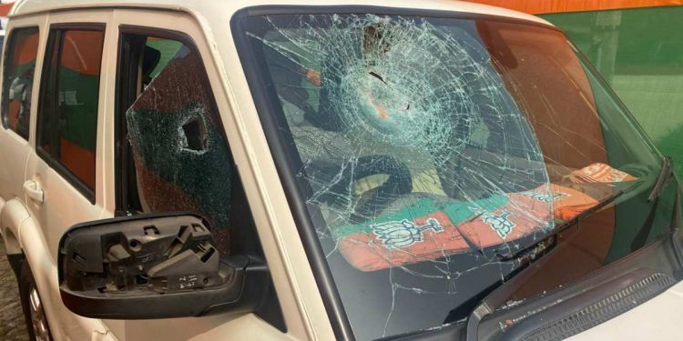 BJP chief JP Nadda's convoy attacked in Bengal, stones hurled at car 1