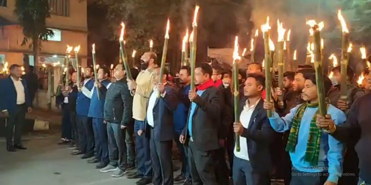 Assam: Police resort to 'lathi-charge' on AASU protestors in Tezpur, torch rally blocked in Guwahati 1