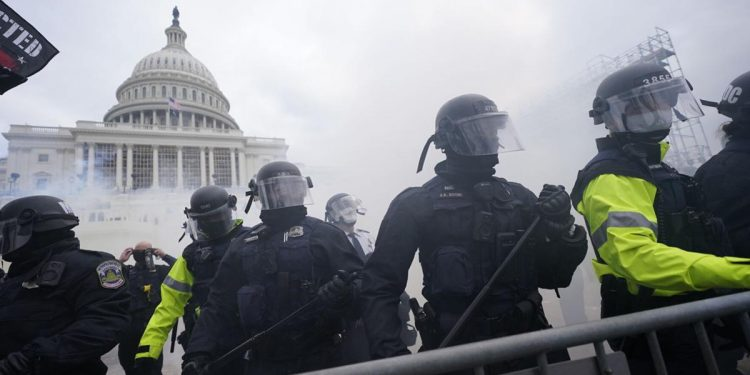 USA: Unprecedented, chaotic scenes unfold in Washington DC as Trump supporters 'siege' Capitol, 4 deaths reported 1