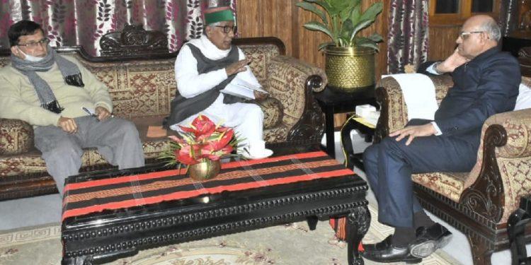 Manik Sarkar meeting Governor Ramesh Bais.
