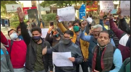 Scribes protest outside Delhi police HQ against arrest of Mandeep Punia 1