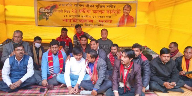 Assam: On Magh Bihu Raijor Dal leaders sit in hunger strike in Jorhat, demand Akhil Gogoi's release 1