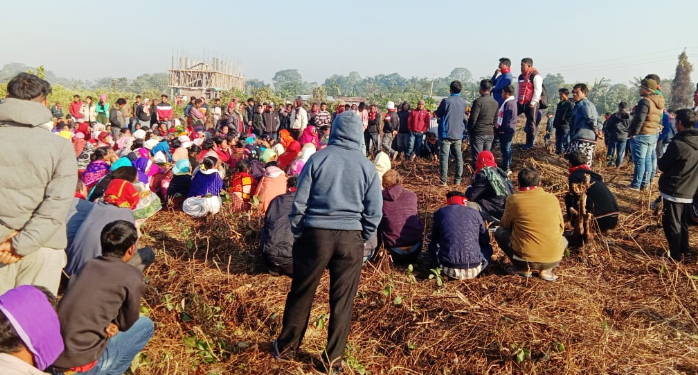 The villagers of Laika and Dodhia inTinsukiadistrict have been protesting since December seeking rehabilitation of around 1,480 families.